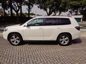 fWd2OO8/ToyotaHighlander/white for Sale in Detroit, MI