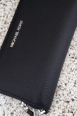 Michael Kors Black Wallet for Sale in Temecula,  CA