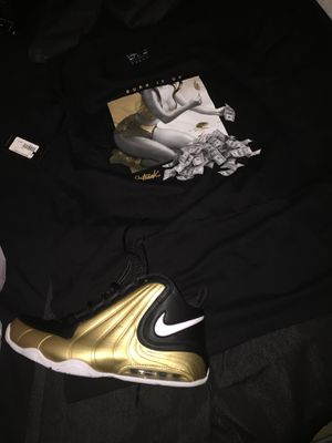 Nike shoes size 11 worn only 3 times hurts my toe for Sale in Orlando, FL
