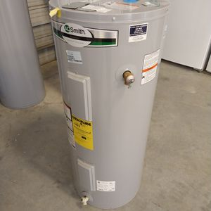 Never Used Or Refurbished Water Heater 40 Gal Electric for Sale in Katy, TX