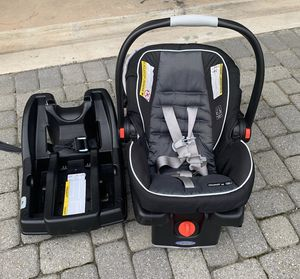 Graco click connect car seat with two bases for Sale in Fairfax, VA