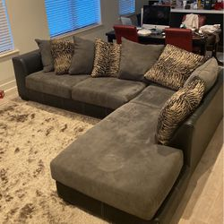 Used But Good Condition Sectional Sofa for Sale in Dallas,  TX