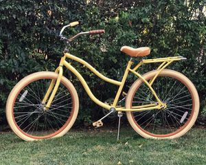 """Huffy Women's 26"""" Cruiser in Banana Yellow for Sale in Lakewood, OH"""