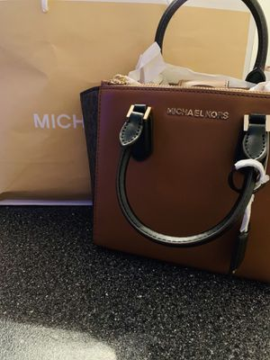 Michael Kors Handbag **NEVER USED** for Sale in Cleveland, OH