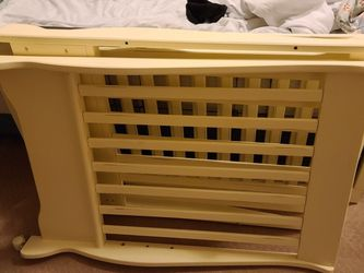 Free White Crib for Sale in Everett,  WA