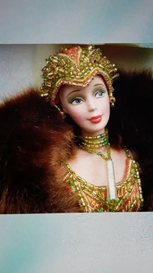 Barbie porcelain Charleston Bob Mackie for Sale in Las Vegas, NV