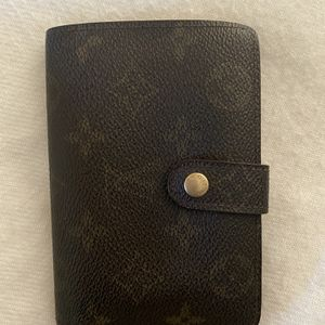 Authentic Louis Vuitton Vintage Wallet for Sale in Goodyear, AZ