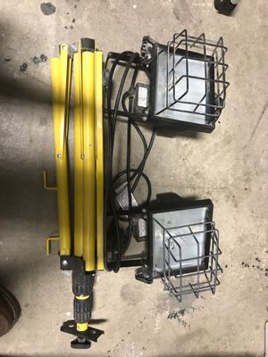 Halogen work lights with tripod for Sale in Los Angeles, CA