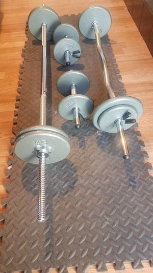 "90 pound standard 1"" weight set with 1x 5 foot standard barbell 1x curl barbell 2x adjustable dumbbells for Sale in Montebello, CA"