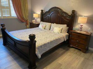 King Bedroom set /5 Pieces for Sale in Las Vegas, NV
