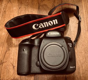 Canon 5d Mark iii with two batteries for Sale in Washington, DC