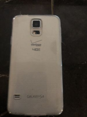 Samsung Galaxy s5 works good was connected on a Verizon network for Sale in Los Angeles, CA
