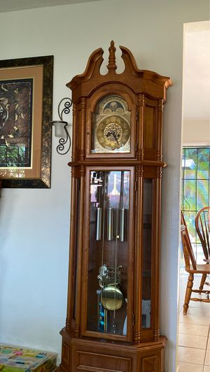 brown antique clock for Sale in Bell Gardens, CA