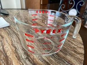 8 Cup Pyrex Measuring Cup for Sale in Whiting, IN