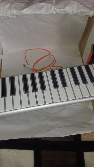 CME KX01U00 Mobile Music Keyboard - Silver for Sale in Los Angeles, CA