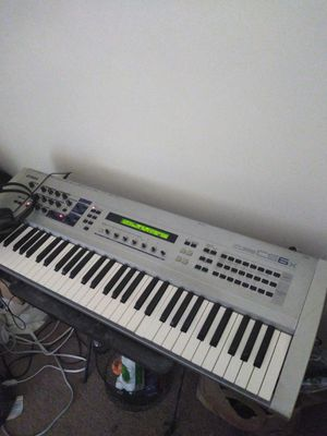 Yamaha CS6x Synthesizer, works good, very well used, one soft key. for Sale in Springfield, VA
