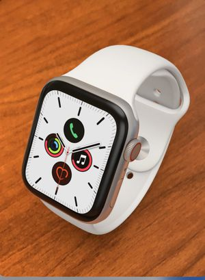 Apple Watch series 5 white for Sale in Tchula, MS