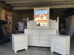 Girl's Bedroom Set for Sale in Redlands, CA