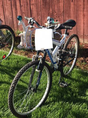24 speed mountain bike for Sale in Clovis, CA