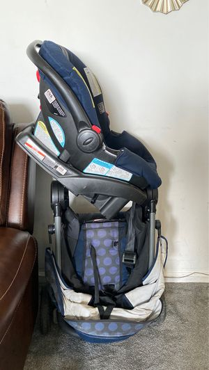 Graco Full set up. Car seat and base included with stroller for Sale in Philadelphia, PA