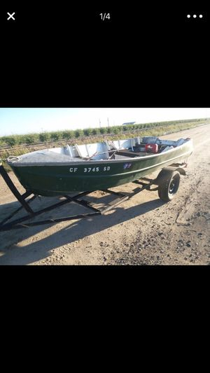 14 foot fishing boot for Sale in Fresno, CA