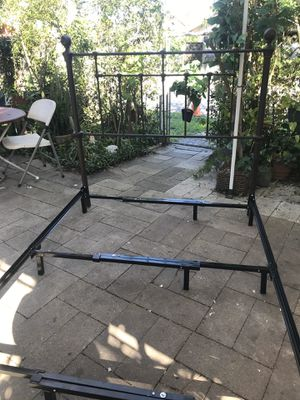 Metal full size headboard and bed frame for Sale in Robstown, TX