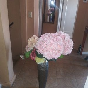 2 Large Flowers With Vase for Sale in Chicago Ridge, IL