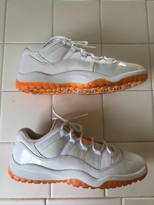 VNDS Nike air Jordan 11 white citrus shoes (youth boys 3Y) for Sale in Spring Valley, CA