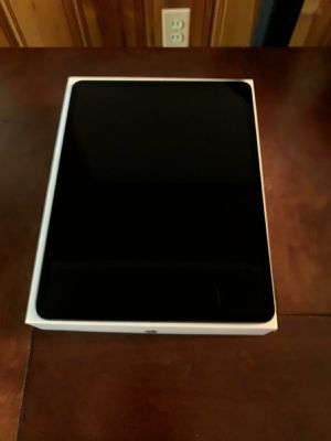 iPad pro 12.9 in. 256gb wifi for Sale in Dearborn, MI