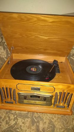 Vinyl,cd,casset,and radio player for Sale in Spartanburg,  SC