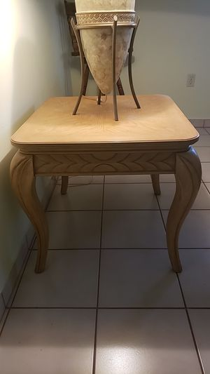 Sofa table / end table and lamp. for Sale in Hialeah, FL
