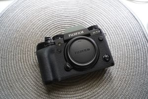Near Mint Condition Fuji XT2 (body only) for Sale in NO POTOMAC, MD