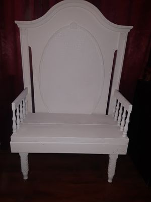 """ADORABLE COTTAGE CHIC RUSTIC STURDY WHITE BENCH. SOLID 2"""" THICK WOOD PLANK SEAT for Sale in Perris, CA"""