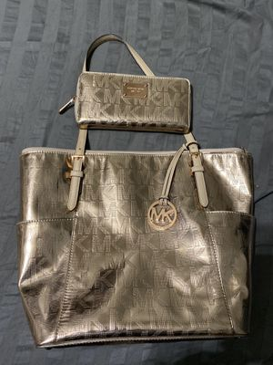 Michael Kors Large Size Rose Gold Tote purse and Wallet for Sale in Glendale, AZ