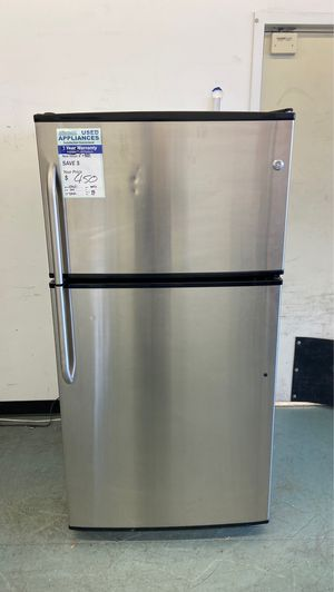 Stainless Ge top freezer works great and has warranty for Sale in Littleton, CO