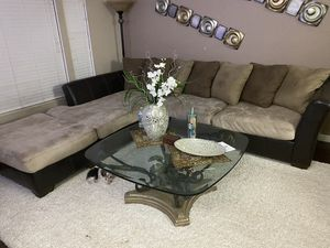 Sectional couch for Sale in Bakersfield, CA