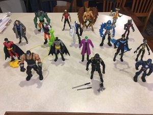 Large action figure collection some newer some vintage Dc Marvel Legends for Sale in Kent, WA