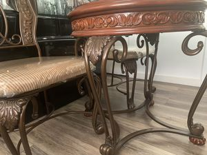 Kitchen Table - Circular Glass for Sale in Glendale, CA