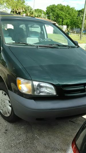 2000 Toyota sienna for Sale in Tampa, FL
