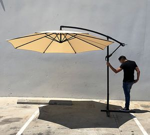 (NEW) $70 each Round 10' Offset Patio Umbrella Outdoor Off Set Crank Lift w/ Cross Stand for Sale in South El Monte, CA