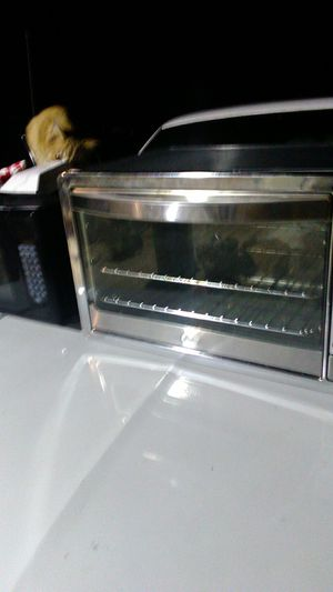 Pester toaster large countertop oven and large GE microwave for Sale in San Antonio, TX