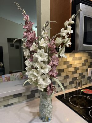 Gladiolus Flowers in Vase with glass beads for Sale in Bedford, TX