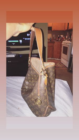 Authentic Louis Vuitton MM BAG , Paid 1501.20 asking for$ 550.00 or best offer. Receipts and box included. for Sale in Cleveland, OH
