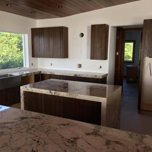 The kitchen and cabinet for sale 10x19 2,500 real wood , maple doors for Sale in Fort Lauderdale, FL