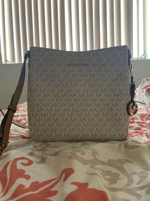 Michael Kors Crossbody Bag for Sale in San Diego, CA