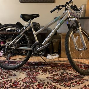 Shwinn Mountain Bike Great Condition for Sale in Winthrop, MA
