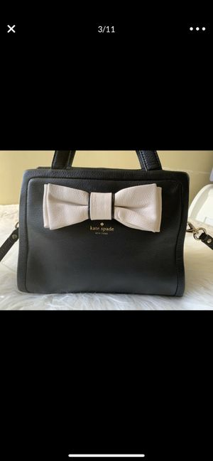 Kate spade bag crossbody bow black leather for Sale in Downey, CA