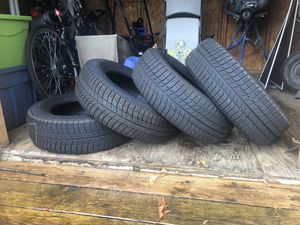 Set of 4 Michelin X-ICE XI3 215/60R16 Snow Tires for Sale in Cranberry Township, PA