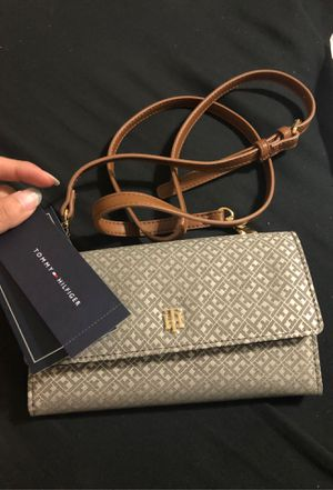 Tommy Hilfiger Crossbody and Wallet *NEW* for Sale in Tempe, AZ