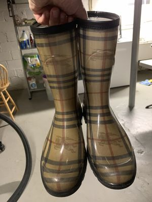 Burberry rain boots for Sale in Garfield, NJ